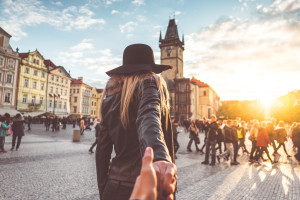 loving-couple-in-autumn-prague-follow-me-to-pose-picjumbo-com